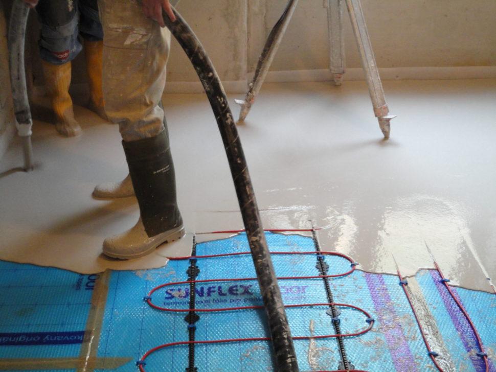 Kooperace prací při lití anhydritové podlahy